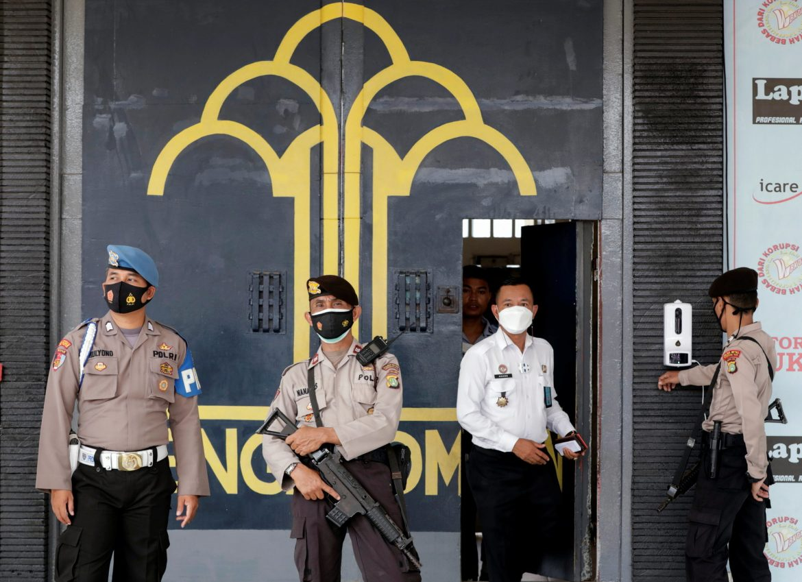 41 prisoners burnt alive in Jakarta jail accident; Over 2000 prisoners were housed in a building with a capacity of 1200